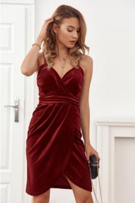Welurowa sukienka z mieniącym brokatem bordowa 6872