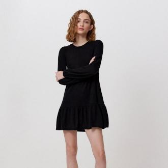 Cropp - Dzianinowa sukienka z falbaną - Czarny