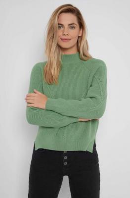 Luźny sweter o ozdobnym splocie