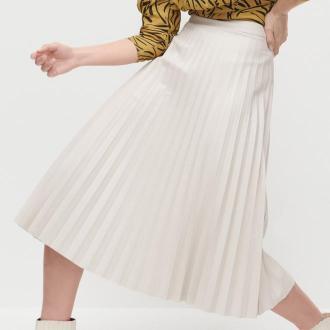 Reserved - Plisowana spódnica z imitacji skóry - Beżowy