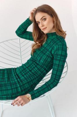 Ołówkowa sukienka z półgolfem w kratę zielona MP60577