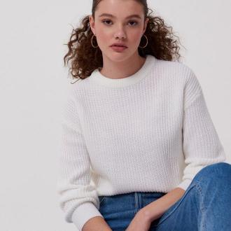 Cropp - Sweter o drobnym splocie - Biały