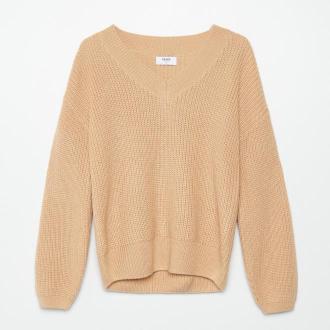Cropp - Sweter z dekoltem w szpic - Beżowy