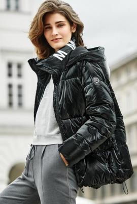 Połyskująca, pikowana kurtka