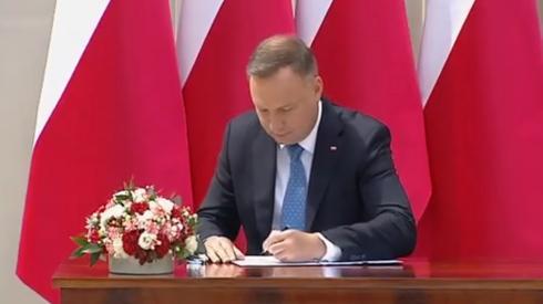 Prezydent podpisuje projekt zmiany konstytucji