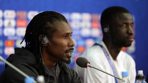 Za nami konferencja prasowa naszych wtorkowych rywali - Senegalczyków. Gościli na niej selekcjoner Aliou Cisse i Cheikhou Kouyate (fot. PAP/EPA)