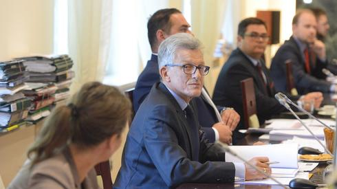Poseł PiS Stanisław Piotrowicz podczas pierwszego posiedzenia Krajowej Rady Sądownictwa dotyczącego wyboru kandydatów na sędziów Sądu Najwyższego. Autor: Jakub Kamiński/PAP