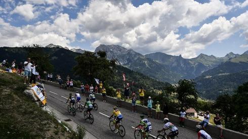 Piękne pejzaże z dzisiejszego etapu Tour de France (fot. AFP)