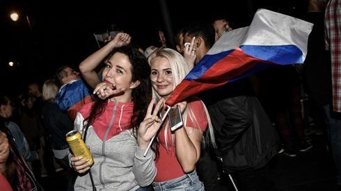 Piękne fanki Sbornej (fot. AFP)
