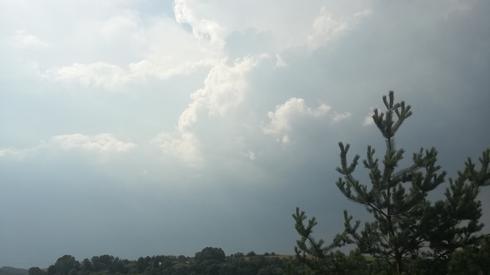 Ciemne chmury nad Rzeszowem (fot. Tomasz Czernich)
