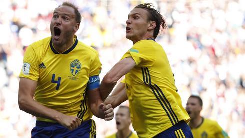 Andreas Granqvist dziś jest bohaterem narodowym Szwedów (fot. PAP/EPA)