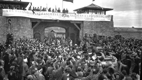 Wojska amerykańskie wyzwalające obóz Mauthausen-Gusen. Fot. PAP