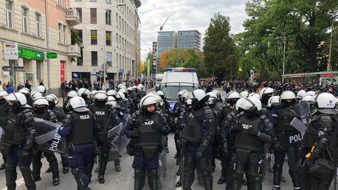 Policja skutecznie oddzieliła kontrmanifestantów od Marszu Równości