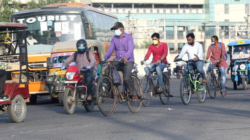 Ulice New Delhi, Indie 25 maja/(PAP/EPA)