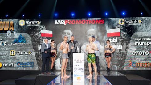 Za chwilę początek pierwszej walki. Rafał Grabowski kontra Kamil Młodziński. Waga junior półśrednia (63,5 kg), 8 rund.