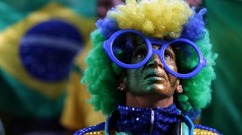 Fani Canarinhos nie mogli wczoraj uwierzyć, że ich ulubieńcy nie byli w stanie pokonać Szwajcarii (fot. PAP/EPA)