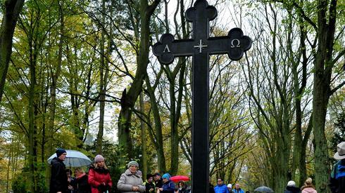 Dzień Wszystkich Świętych na Cmentarzu Centralnym w Szczecinie (Fot. Marcin Bielecki/PAP)