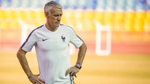Didier Deschamps chce, by prowadzona przez niego reprezentacja Francji powtórzyła wynik drużyny, w której on sam grał, kiedy 20 lat temu Trójkolorowi zostali mistrzami świata (fot. PAP/EPA)
