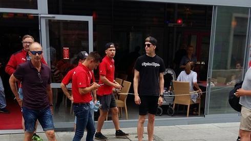 Różne metody mają zawodnicy na przygotowanie się do mistrzowskiej rywalizacji. Duńczycy jeszcze na 3 godziny przed turniejem spacerowali po wrocławskim rynku.
