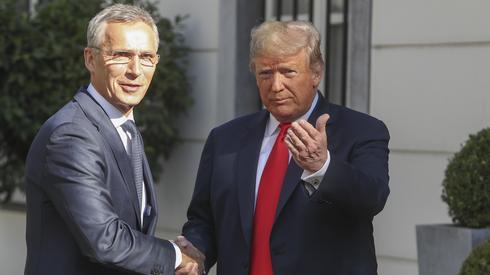 fot. Stephanie Lecocq, PAP. Przed rozpoczęciem szczytu Donald Trump spotkał się z Jensem Stoltenbergiem w ambasadzie USA w Brukseli. - Oczywiście prezydent Trump ma bardzo bezpośredni język i przekaz w sprawie wydatków na obronność. Jednak fundamentalnie (...) wszyscy sojusznicy zgadzają się, że powinien istnieć sprawiedliwy podział obciążeń - mówił Stoltenberg po spotkaniu..