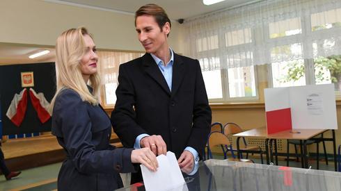 Kacper Płażyński z żoną Natalią