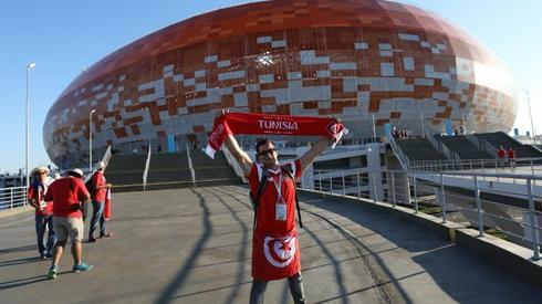 Jeden z tunezyjskich kibiców przed stadionem w Sarańsku (fot. AFP)