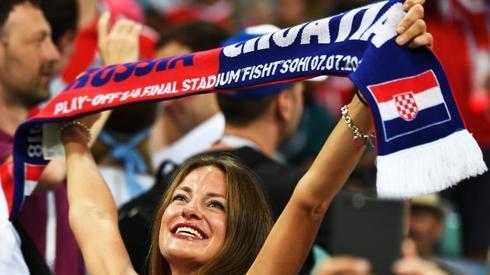 Piękna fanka reprezentacji Chorwacji na meczu z Soczi (fot. AFP)