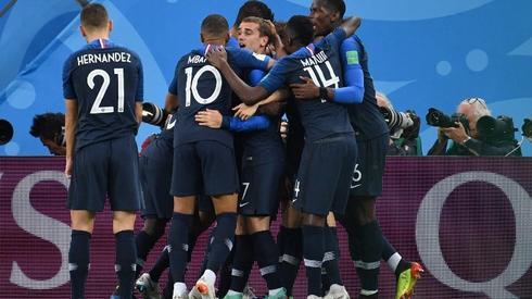 Tak Francuzi cieszyli się ze zwycięskiego gola (fot. AFP)