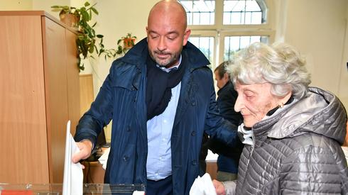 Jacek Sutryk zagłosował we Wrocławiu (Fot. Maciej Kulczyński/PAP)