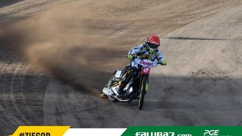Antonio Lindback testujący zielonogórską nawierzchnię fot. Falubaz.com