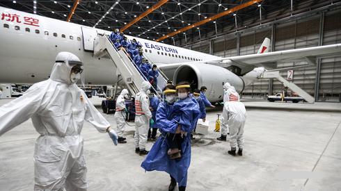 Pasażerowie samolotu, który przywiózł ich z Wuhan na Tajwan