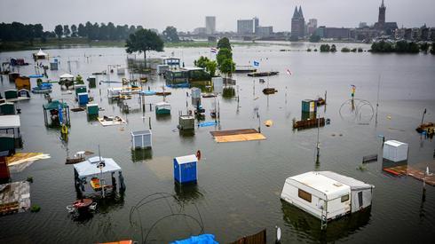 Zalane miasto Roermond w Holandii. Fot: ROB ENGELAAR/AFP
