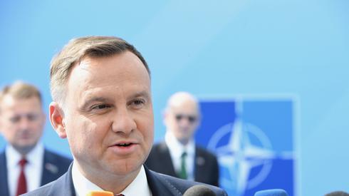 - W ciągu miesiąca, półtorej miesiąca dowiecie się państwo o nowych zakupach dla polskiej armii. lan modernizacji i dozbrajania polskiej armii jest realizowany i tutaj mogę to z pełną odpowiedzialnością powiedzieć. Proszę się nie obawiać – powiedział prezydent Andrzej Duda w rozmowie z dziennikarzami w trakcie szczytu NATO