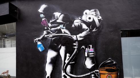 Mural w Los Angeles (PAP/EPA/ETIENNE LAURENT)