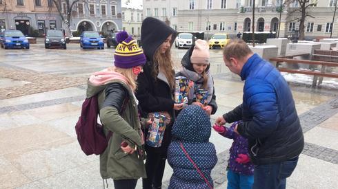 Wolontariusze z Kielc nie przestraszyli się niesprzyjającej pogody/ fot. Piotr Rogoziński, Onet