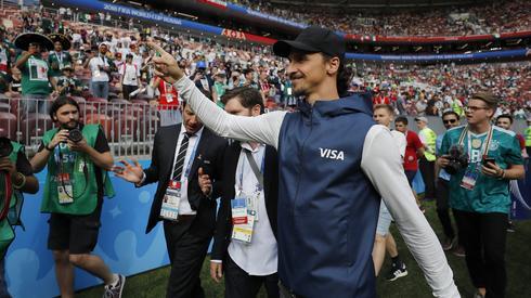 Tego pana w składzie Szwedów na mecz z Koreą Południową zabraknie, bo nie znalazł się w kadrze. Ale Zlatan Ibrahimović jest w Rosji i wczoraj gościł na meczu Niemcy - Meksyk (fot. PAP/EPA)