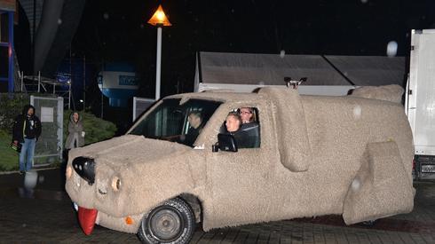 W dzisiejszym koncercie wystąpi także Antek Smykiewicz. Do Opola przyjechał takim samochodem (fot. East News)