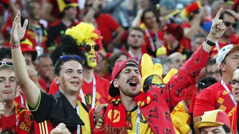 Tak belgijscy kibice świętowali pokonanie Anglików i wygranie grupy G (fot. PAP/EPA)