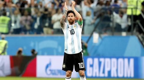 Lionel Messi może odetchnąć z ulgą, on będzie grał dalej na tym mundialu (fot. PAP/EPA)