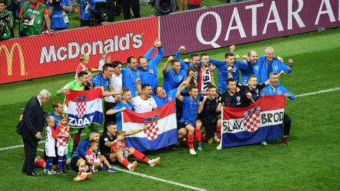 Chorwacka drużyna celebruje triumf (fot. AFP)