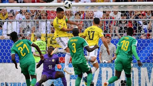 Falcao (w środku) dwoił się i troił, ale gola nie strzelił (fot. AFP)