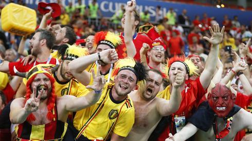 Tak belgijscy kibice celebrowali awans do ćwierćfinału mistrzostw świata (fot. PAP/EPA)