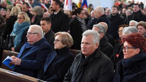 Obecni na uroczystości pogrzebowych, fot. PAP/Adam Warżawa