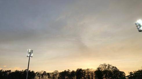Niebo nad zielonogórskim stadionem. Na deszcz się nie zanosi