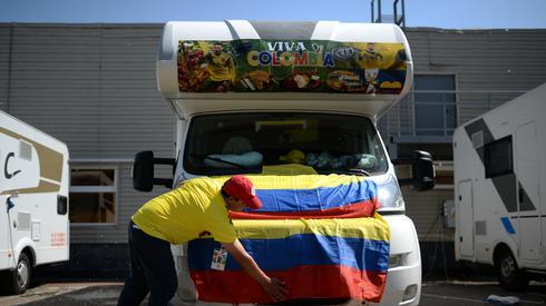 Kolumbijscy kibice przygotowują się do meczu (fot. AFP)