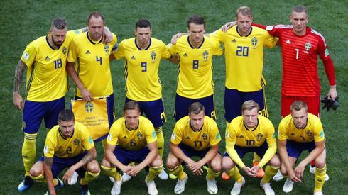 Podstawowa jedenastka Szwedów tuż przed pierwszym gwizdkiem w meczu z Koreą Południową (fot. PAP/EPA)