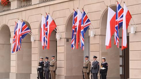 Oczekiwanie na gości w Pałacu Prezydenckim. Fot. PAP/Marcin Kmieciński