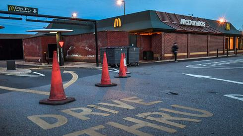Zamknięty McDonald's w Wielkiej Brytanii. /fot.  Anthony Devlin/Getty Images