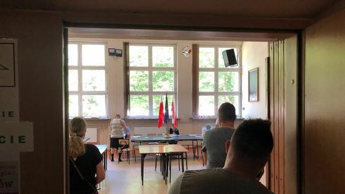 Głosowanie w OKW nr 79 (fot. Piotr Rogozinski/Onet)