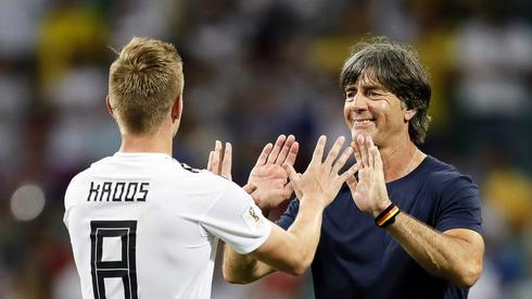 Joachim Loew ma za co dziękować Toniemu Kroosowi. Jego gol uratował reprezentację Niemiec (fot. PAP/EPA)